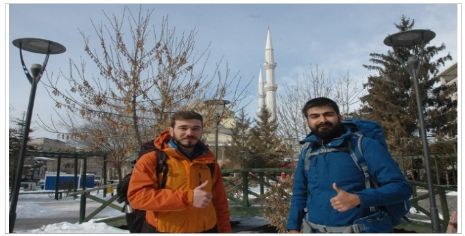 Genç Gezginler İran'dan Van'a Otostopla Geçtiler