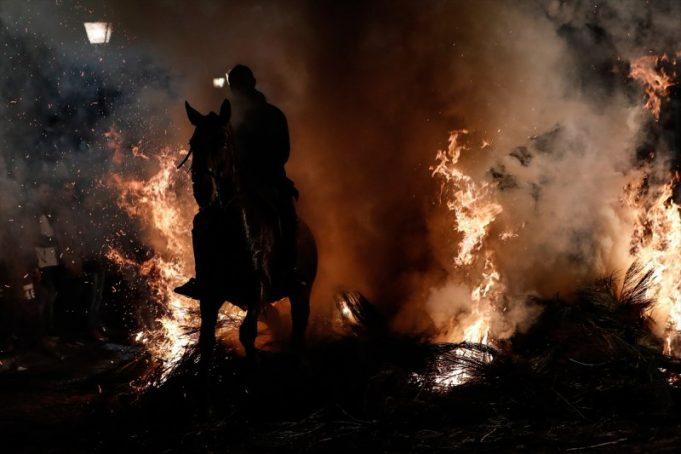 Atları Ateşten Atlatıp, Arındırıyorlar