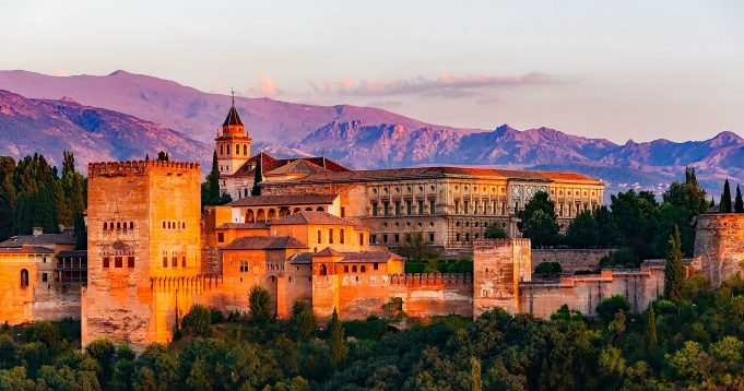 Granada'nın Başkenti, Şehirleri ve Bölgeleri