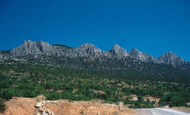 Beşparmak Dağları Nerede, Nasıl Gidilir ve Efsanesi