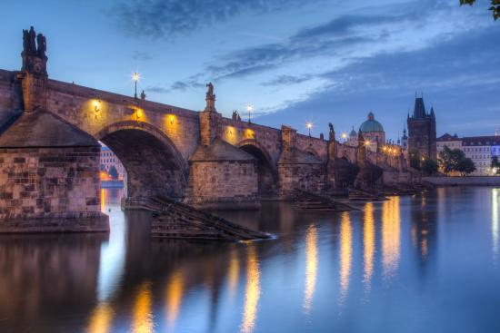 Charles Bridge (Charles Köprüsü veya Karl Köprüsü)