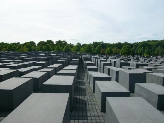 Katledilen Avrupalı Yahudiler Anıtı(Holokost Anıtı)