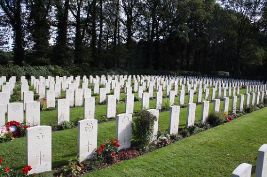 Arnhem Oosterbeek Savaş Mezarlığı